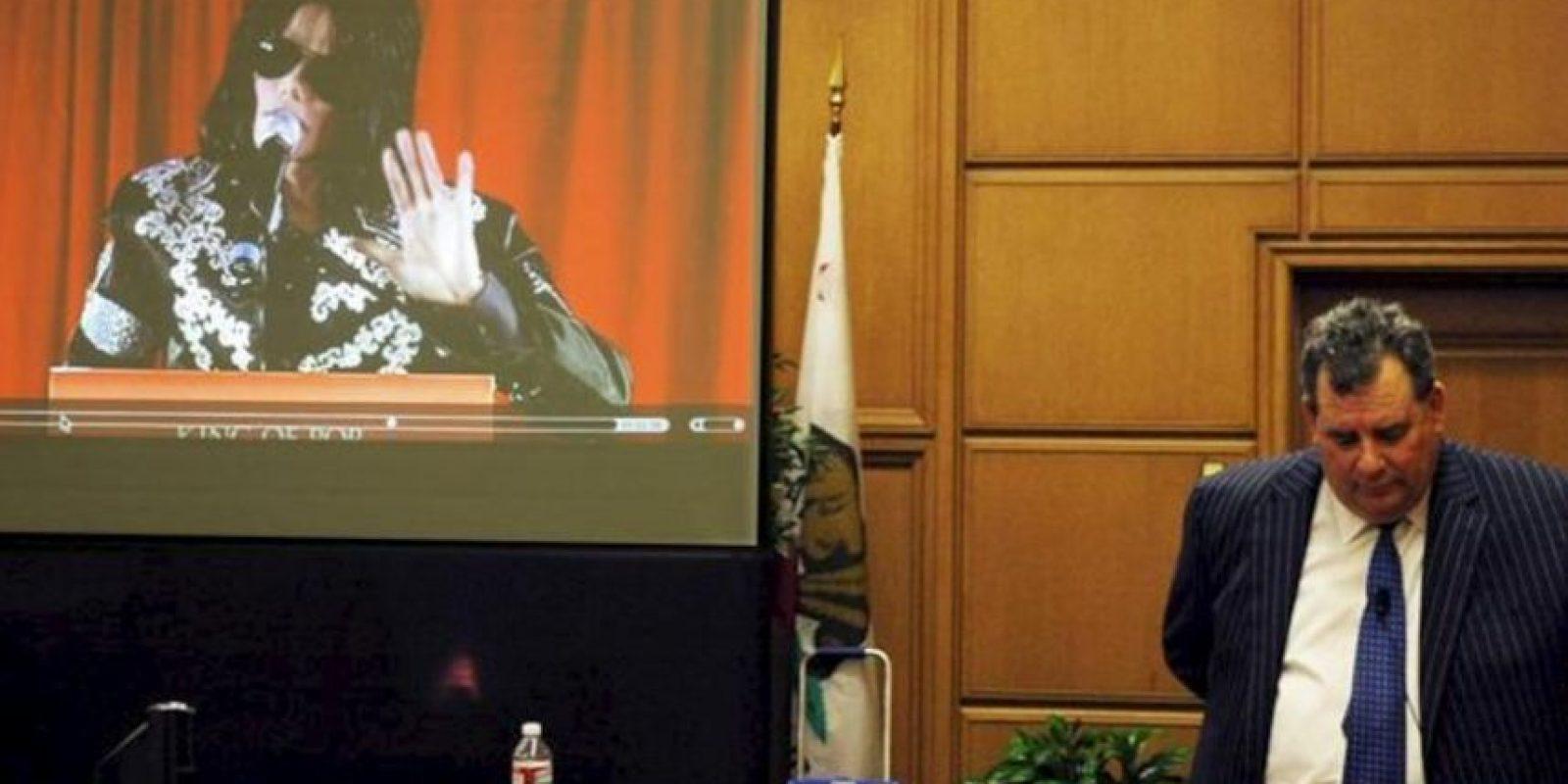 El abogado de la familia de Michael Jackson, Brian Panish, durante el argumento de refutación en el caso de la familia Jackson contra la promotora de conciertos AEG en Los Ángeles, California (EE.UU.) el 26 de septiembre de 2013. EFE