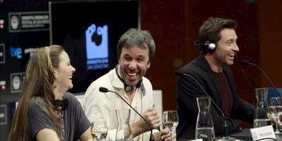 """El actor australiano Hugh Jackman (d), junto al director Denis Villeneuve (c) y la productora Kira Davis (i), durante la rueda de prensa que han ofrecido hoy en la 61 edición del Festival Internacional de Cine de San Sebastián, donde han presentado su película """"Prisioners"""". EFE"""