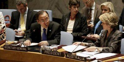 El secretario general de Naciones Unidas, Ban Ki-moon (i), se dirige a los miembros del Consejo de Seguridad de la ONU el 26 de septiembre de 2013, en la sede de esta organización en Nueva York. EFE