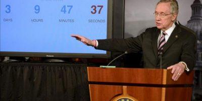 El senador demócrata de Nevada Harry Reid, ofrece una rueda de prensa tras la aprobación de los fondos temporales para el Gobierno estadounidense, en el Capitolio, Washington DC, EE.UU.. EFE