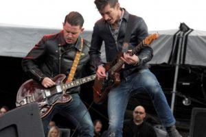 Un ejemplo de ello son los Arctic Monkeys. Alex Tunner (voz y guitarra) y Matt Helders (baterista) crearon su propio final en el que Walter salga del médico y éste le informe que ya no tiene cáncer. Foto:Foto: Getty