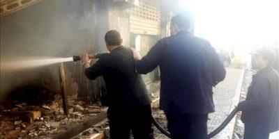 Al menos tres personas han muerto y cinco han resultado heridas en un enfrentamiento hoy con armas de fuego entre miembros del grupo chií Hizbulá y del clan suní Chiya en la ciudad de Baalbeck, en el este del Líbano. EFE