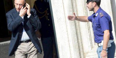 El primer ministro italiano, Enrico Letta, sale del Palacio Chigi en Roma, Italia. EFE