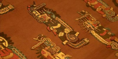 Detalle de un textil de la cultura prehispánica Paracas, que se está exhibiendo en la sala más grande dedicada a esta cultura reabierta al público , en el Museo Nacional de Arqueología, Antropología e Historia de Lima (Perú). EFE