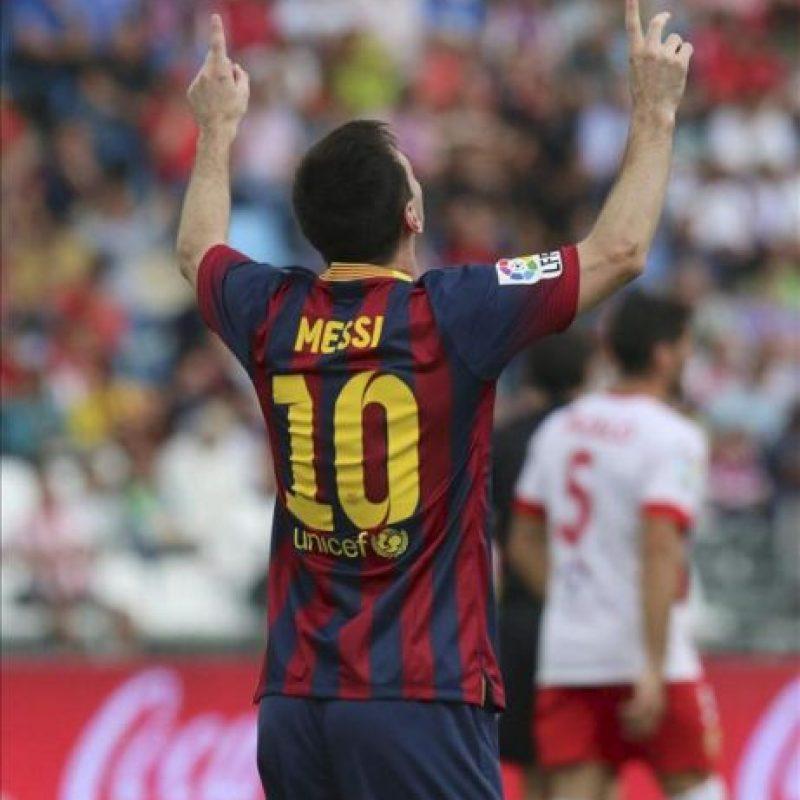 El delantero argentino del FC Barcelona Leo Messi celebra el gol de su equipo ante el Almería, en el partido de la séptima jornada de liga en Primera División que se disputó ayer en el estadio de los Juegos Mediterráneos de Almeria. EFE