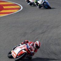 Los españoles Nico Terol (Suter) (en primera posición), Pol Espargaró (40) (Kalex) y Esteve Rabat (Kalex), durante la carrera final de Moto2 en el Gran Premio de Aragón de motociclismo que se ha celebrado hoy en el circuito de Motorland en Alcañiz (Teruel). EFE
