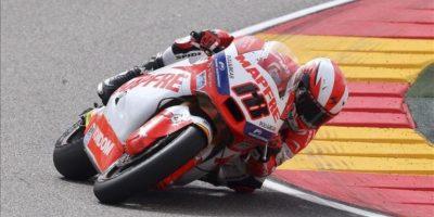 El piloto español Nicolás Terol (Suter), durante la carrera final de Moto2 en el Gran Premio de Aragón de motociclismo que se ha celebrado hoy en el circuito de Motorland en Alcañiz (Teruel). EFE