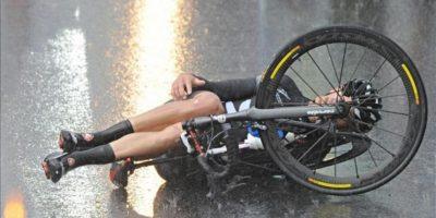 Un ciclista se va al suelo durante el Mundial de ciclismo que se ha disputado en Florencia. EFE/EPA/MAURIZIO DEGL'INNOCENTI
