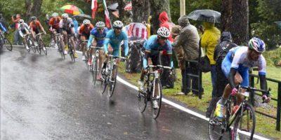 Varios ciclistas en acción durante la prueba elite masculina del mundial de ciclismo que se ha disputado en Florencia, Italia. EFE/EPA