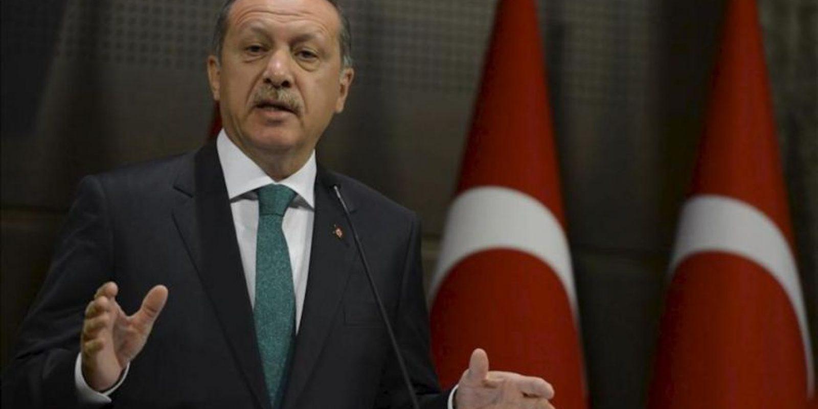 Fotografía facilitada por el gobierno turco que muestra al primer ministro turco, Recep Tayipp Erdogan, durante una rueda de prensa en ankara (Turquía). EFE