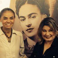 Delante de un retrato de la pintora mexicana Frida Kahlo, después de haber participado en televisión Foto:Instagram _marinasilva_