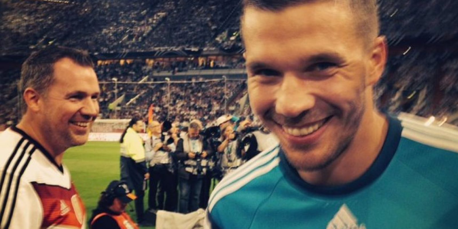 El delantero de los Gunners es famoso por postear simpáticas imágenes en sus redes sociales Foto:Instagram: @poldi_official