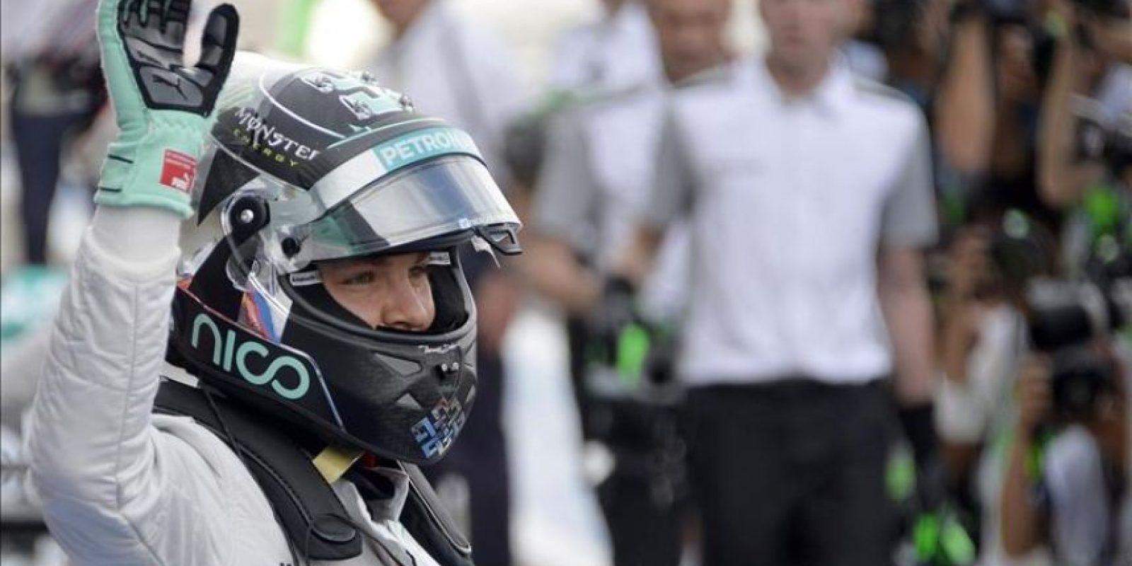 El piloto alemán Nico Rosberg, hoy tras conseguir la pole en la carrera de mañana, en el circuito de Suzuka. EFE