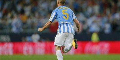 El defensa portugués del Málaga, Vitorino Antunes, celebra el segundo gol del equipo malacitano, durante el encuentro correspondiente a la séptima jornada de Liga en Primera División, que han disputado frente al Granada en el estadio malacitano de La Rosaleda. EFE
