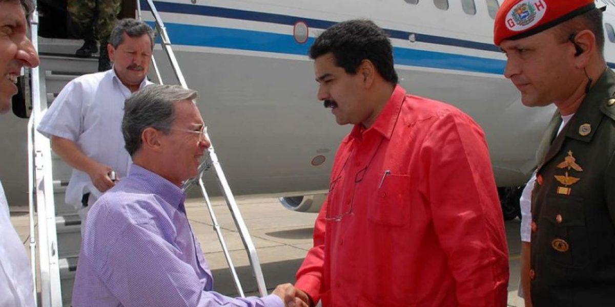 """Uribe dice que el Gobierno de Venezuela es una """"dictadura matona que lo acusa de asesinato"""""""
