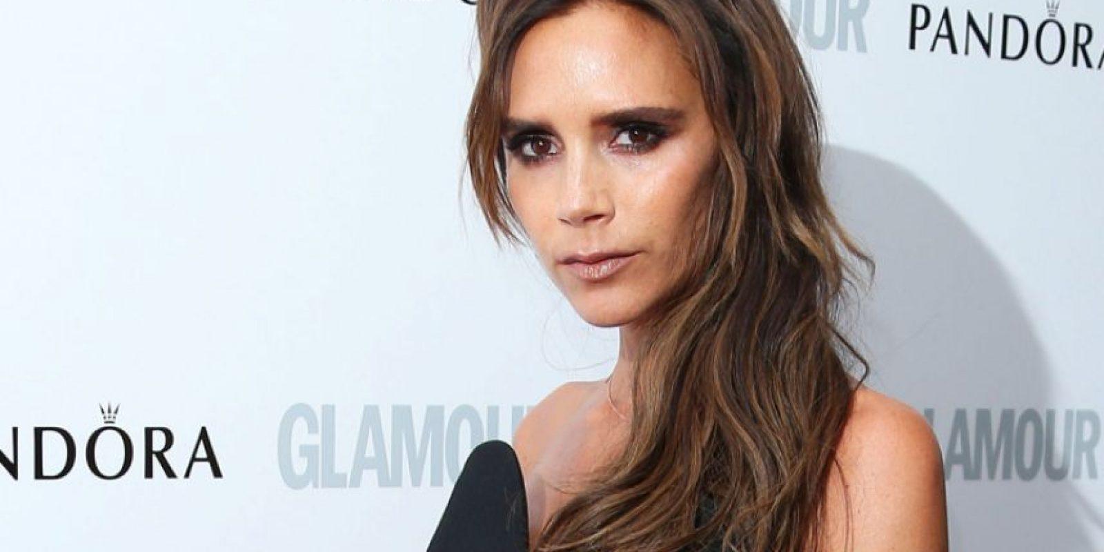 Victoria Beckham aseguró que había empezado a sufrir trastornos cuando se integró al grupo Spice Girls, sin embargo, fue desde que se vinculó al mundo de la moda que se le ha visto más delgada. Foto:Redes sociales