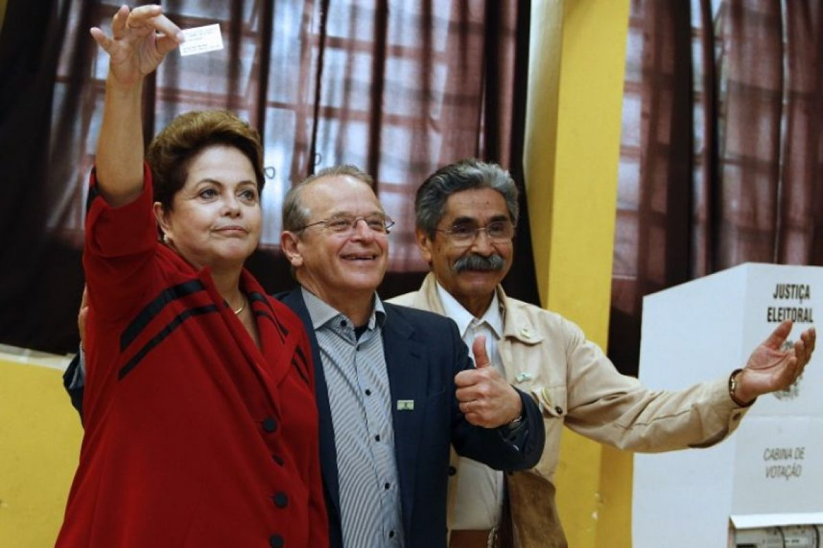 La presidenta Dilma Roussef votando Foto:AFP