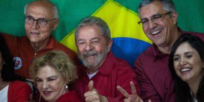 También acudió a emitir su voto el ex presidente de Brasil, Luiz Inácio Lula da Silva Foto:Getty Images