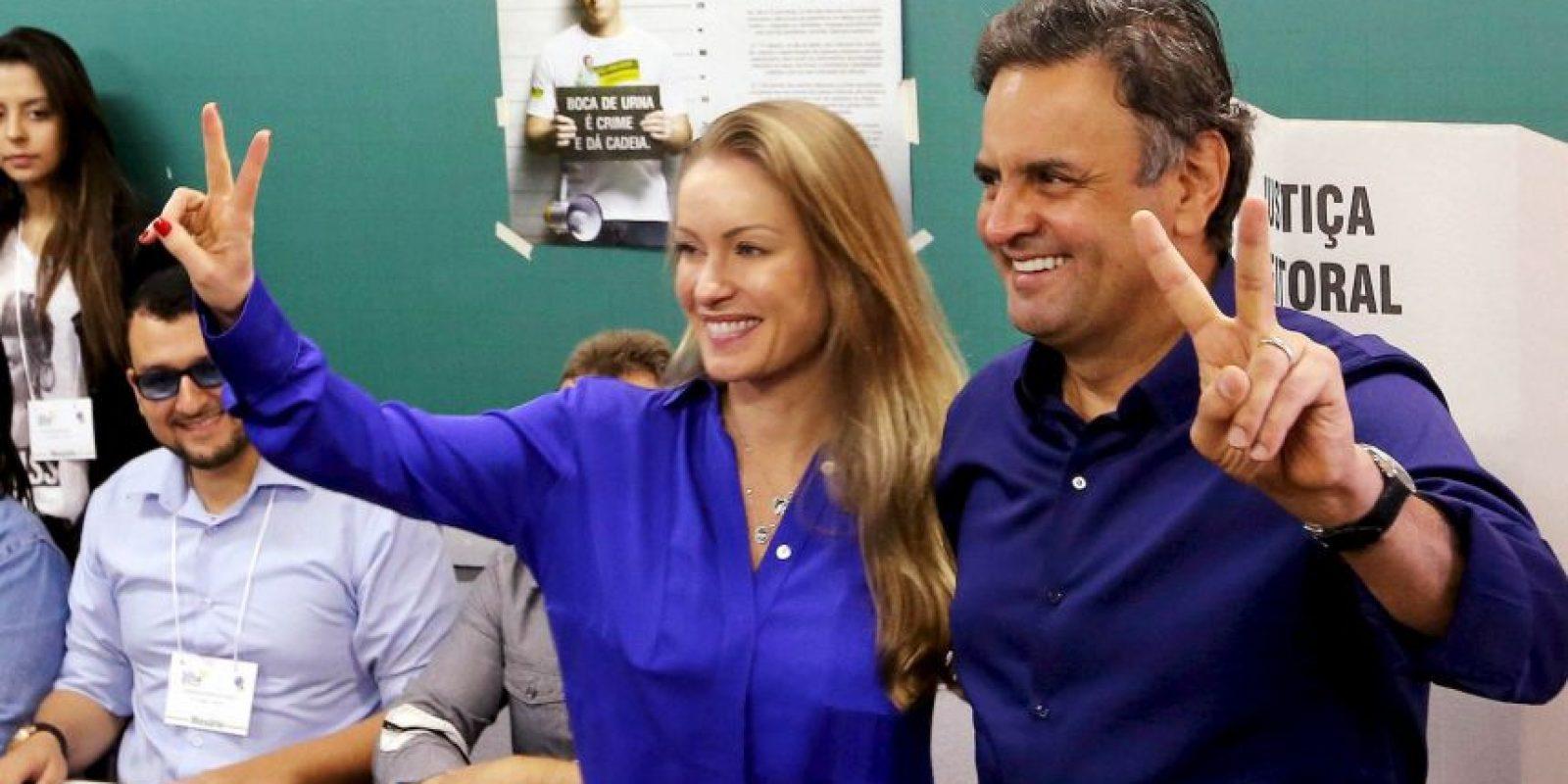 El candidato Aécio Neves sufragando Foto:AP