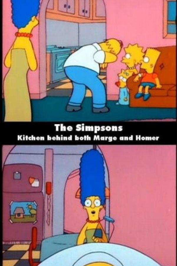 La cocina está detrás de Marge y detrás de Homero al mismo tiempo Foto:Fress.co