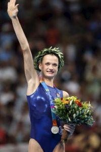 Svetlana Jórkina, exgimnasta rusa. Entre los juegos Olímpicos de 1996 y 2004 obtuvo dos medallas de oro, cuatro de plata y una de bronce. Foto:Getty Images