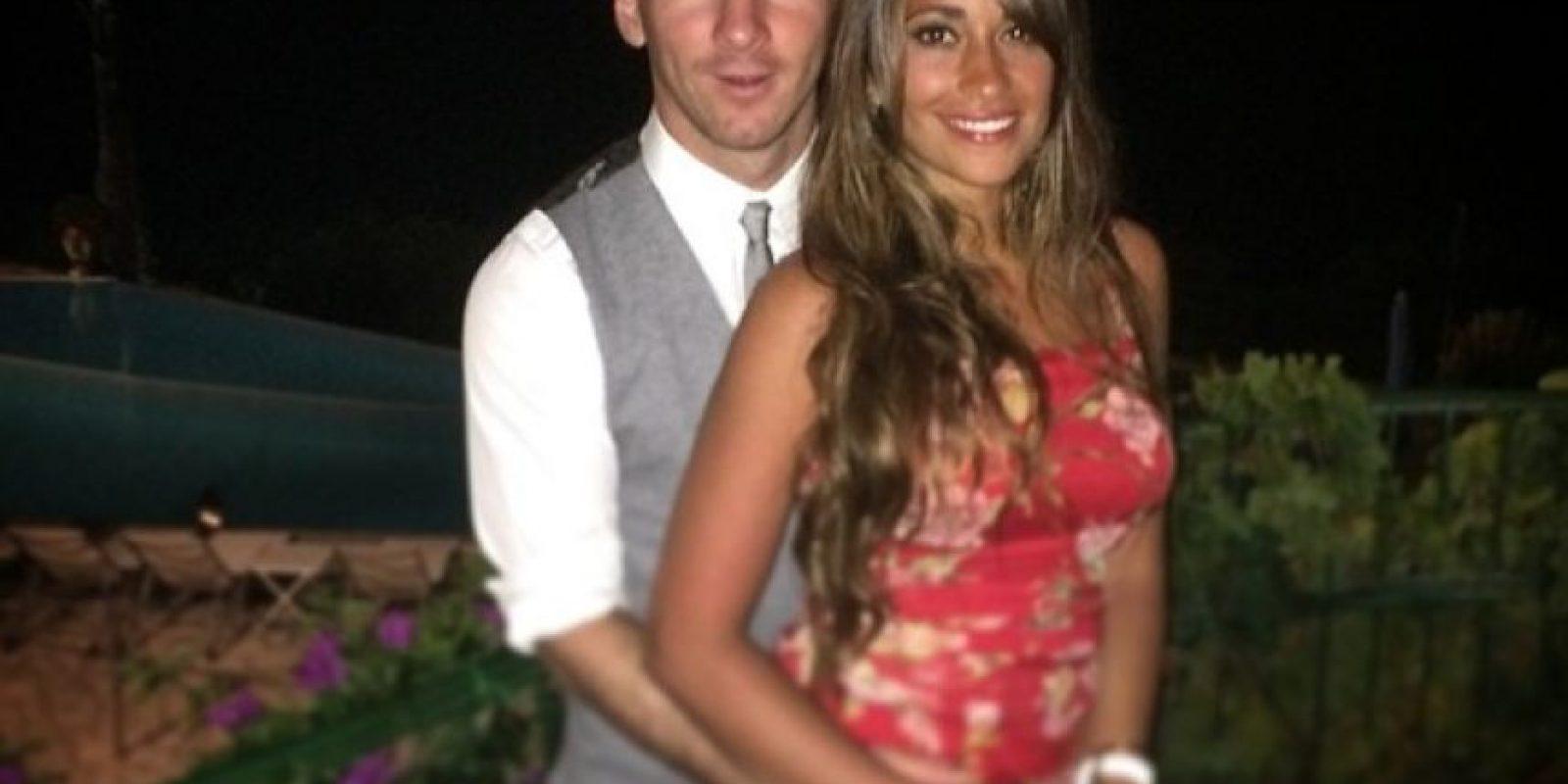 Suele postear imágenes al lado de su esposa Antonella Roccuzzo Foto:Facebook: Leo Messi
