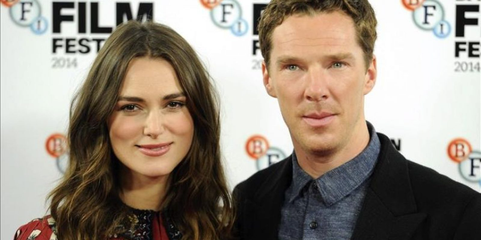 """La actriz Keira Knightley y el actor Benedict Cumberbatch posan durante la presentación de la película """"El juego de la imitación"""" durante el festival de cine de Londres. EFE"""