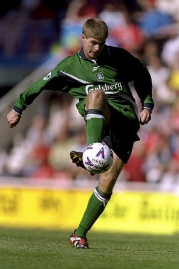 Steven Gerrard debutó en el Liverpool en 1998 a los 18 años Foto:Getty