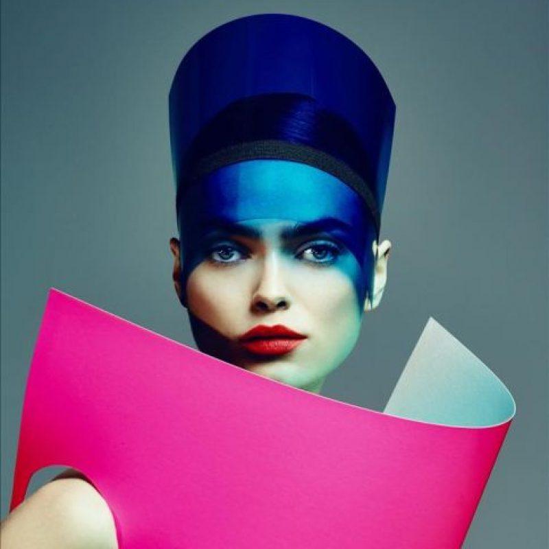 """Fotografía de uso editorial facilitada por el Museo Boijmans Van Beuningen, de la muestra """"El futuro de la moda es ahora"""", en la que más de cincuenta diseñadores de 28 países exponen desde hoy sus trabajos con una visión crítica e innovadora que retrata el actual mundo de la moda y el papel que juega en nuestra sociedad. EFE/Jouke Bos"""