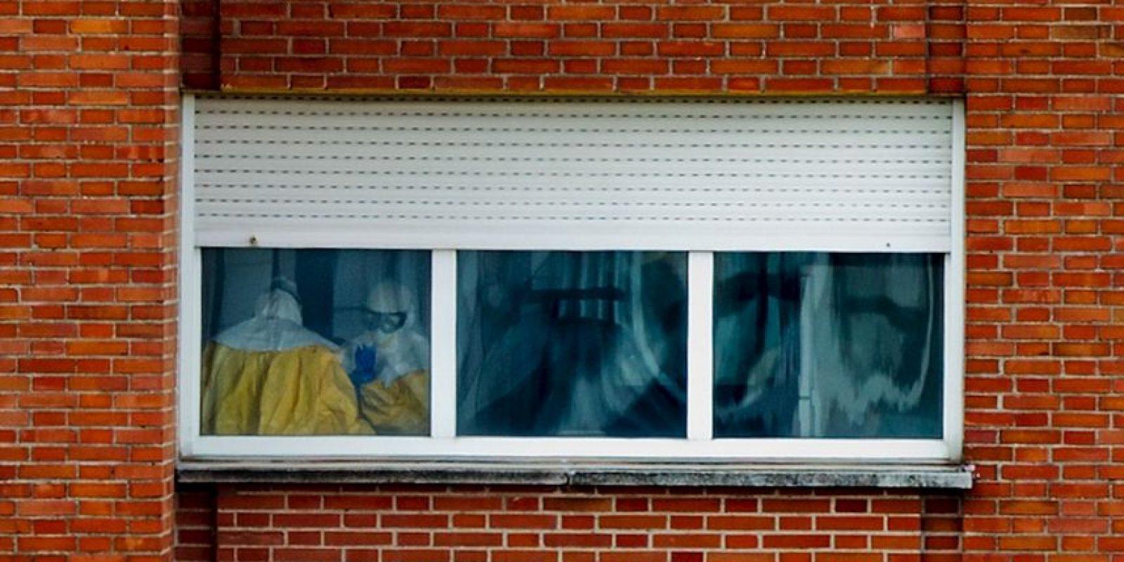 La trabajadora se contagió mientras atendía al misionero español Manuel García Viejo. Reportan una leve mejoría Foto:Getty Images