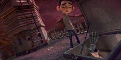 Una película animada que presenta a un niño con poderes paranormales que le permiten enfrentarse a cientos de zombis que invaden su pueblo. Foto:Facebook/ParaNorman