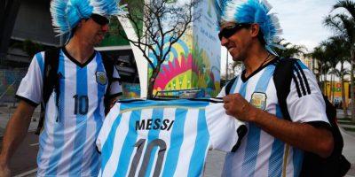 Cada quien demuestra su admiración a Messi como mejor puede. Foto:Getty Images