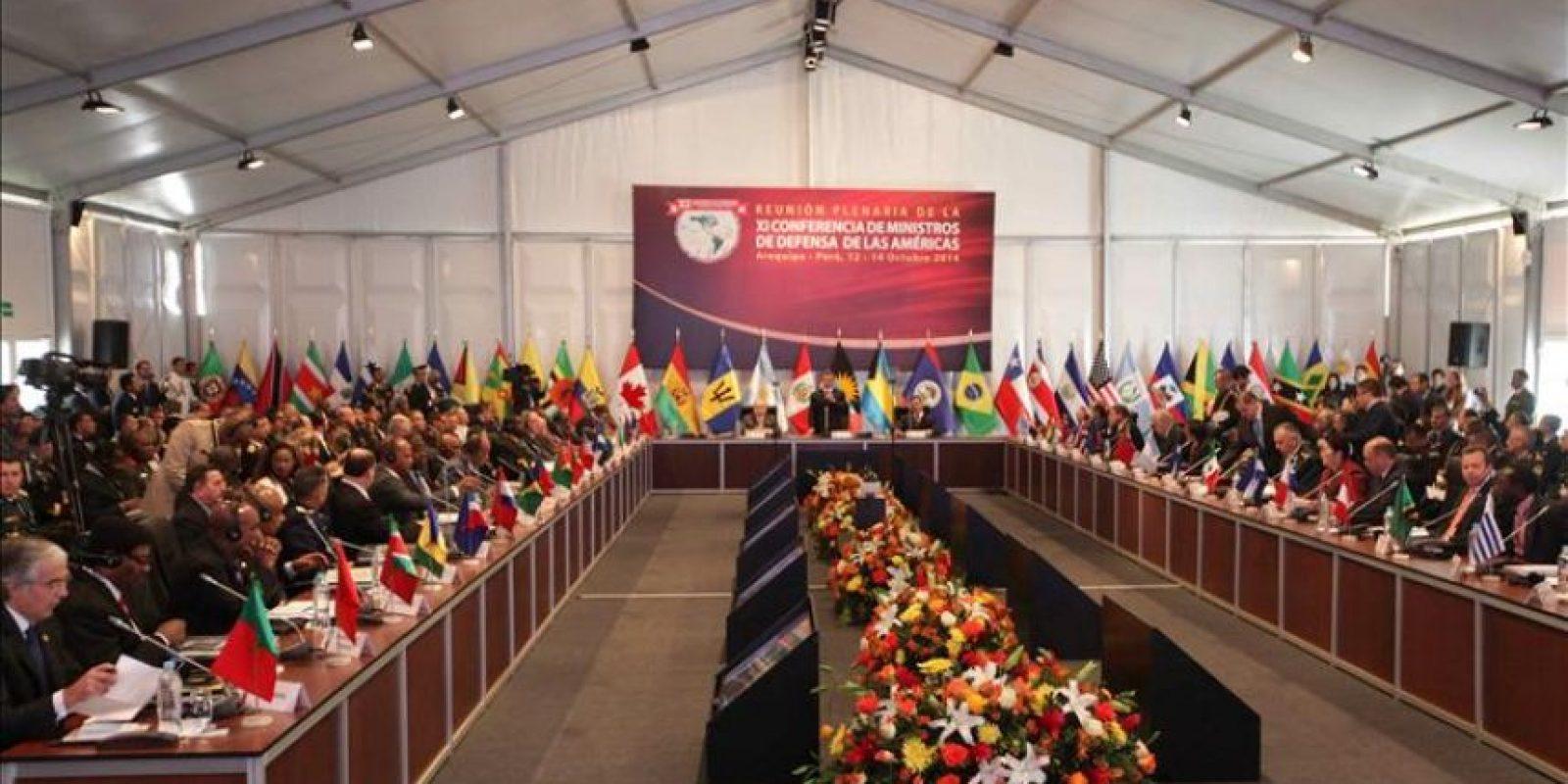 Al inicio de la jornada, el anfitrión de la reunión, el ministro peruano de Defensa, Pedro Cateriano, expresó su solidaridad con El Salvador por el terremoto de magnitud 7,3 en la escala de Richter que sacudió anoche el país centroamericano y causó al menos un muerto. EFE