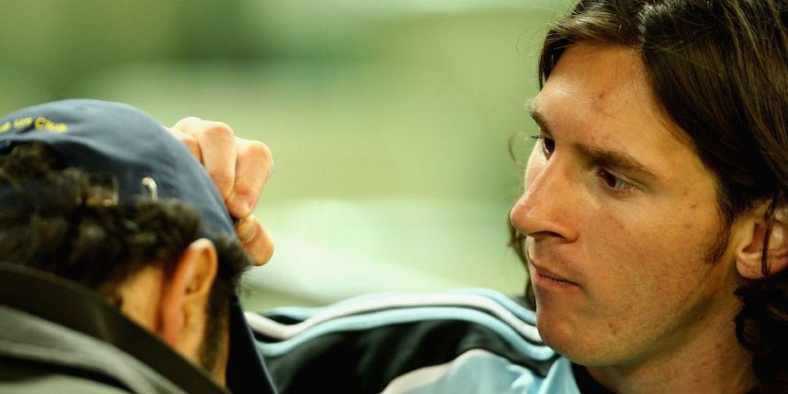 Leo también ha firmado gorras. Foto:Getty Images
