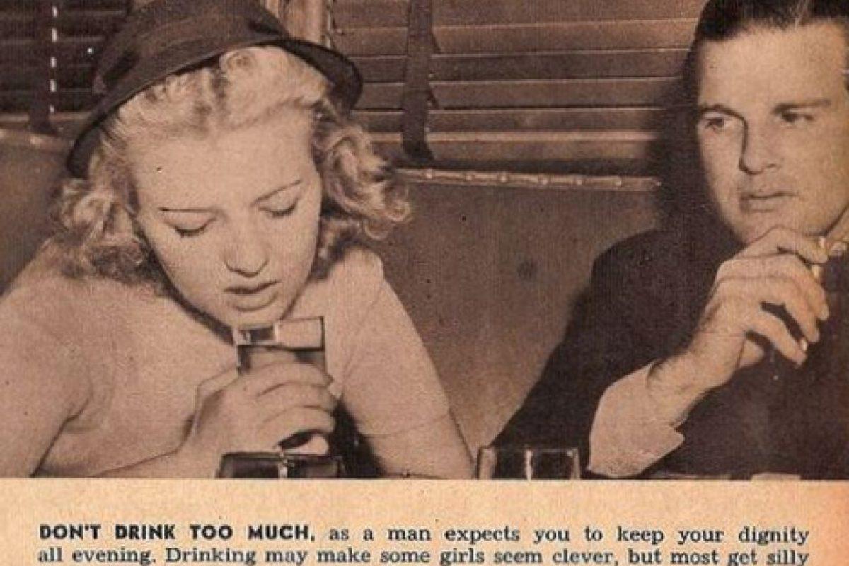 """""""No bebas mucho en público, los hombres esperan que conserves tu dignidad. Muchas parecen tontas"""" Foto:Click Photo Parade"""