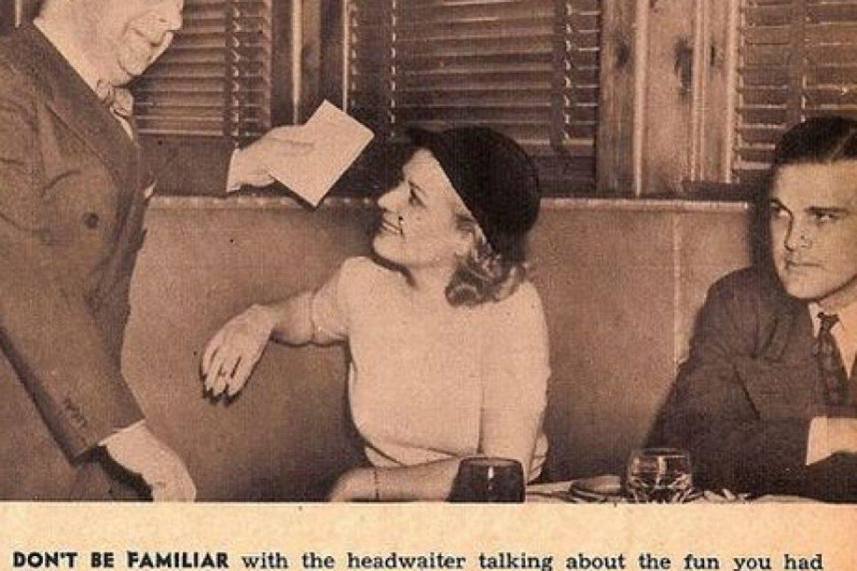 """""""No bromees con el camarero o hables con alguien más de lo feliz que estuviste en otra ocasión. Los hombres merecen toda tu atención"""" Foto:Click Photo Parade"""