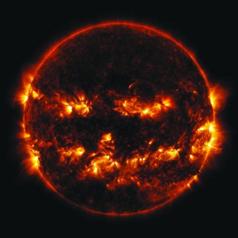 """La NASA logró capturar el momento en que las explosiones solares formaron una especie de calabaza de Halloween o """"linterna de Jack"""" Foto:NASA Goddard"""
