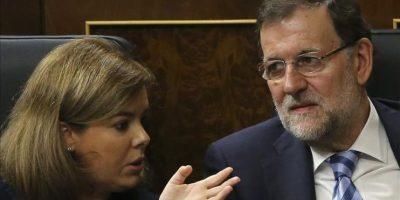 El presidente del Gobierno, Mariano Rajoy y la vicepresidenta, Soraya Sáenz de Santamaría, en el pleno del Congreso de los Diputados, el pasado 8 de octubre, en el que Rajoy prometió ofrecer información a la opinión pública sobre el contagio del ébola. EFE/Archivo