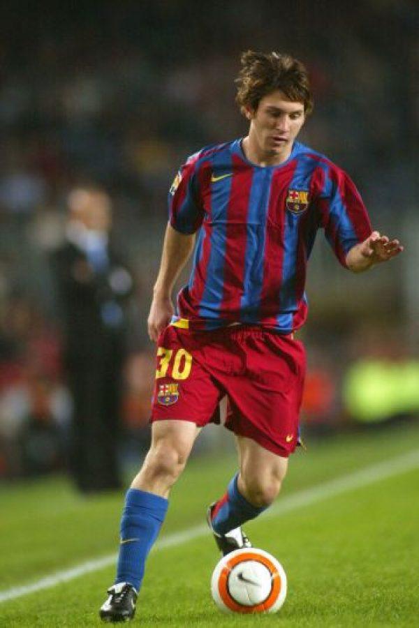 A los 17 años y 114 días, Leo Messi debutó con el Barcelona en un encuentro de Liga ante el Espanyol. En ese momento, fue el futbolista más joven en debutar en la competición local. El récord duró hasta 2007. Foto:Getty Images