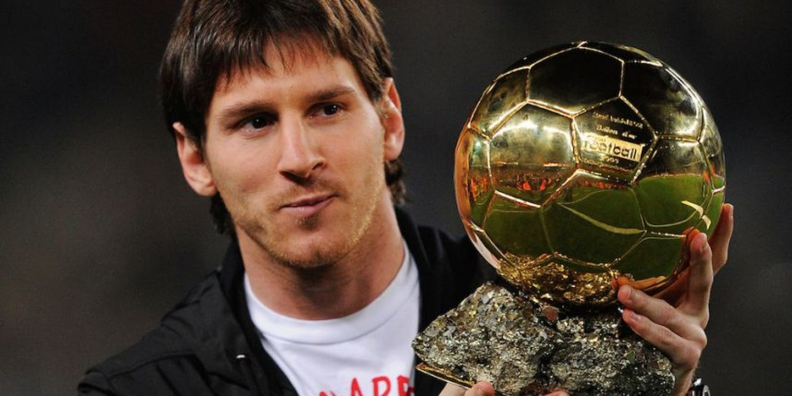 Messi con su balón de oro en 2009. Foto: Getty Images