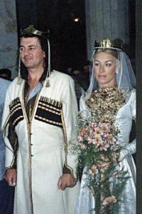 Ian en su boda con Bron, su esposa desde 1990 Foto:Wikipedia