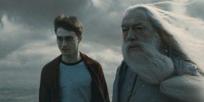 """Según el prólog redactado por Albus Dumbledore, este libro sirve para que los alumnos aprueben la asignatura """"Cuidado de criaturas mágicas"""". Foto:Facebook/Harry Potter"""