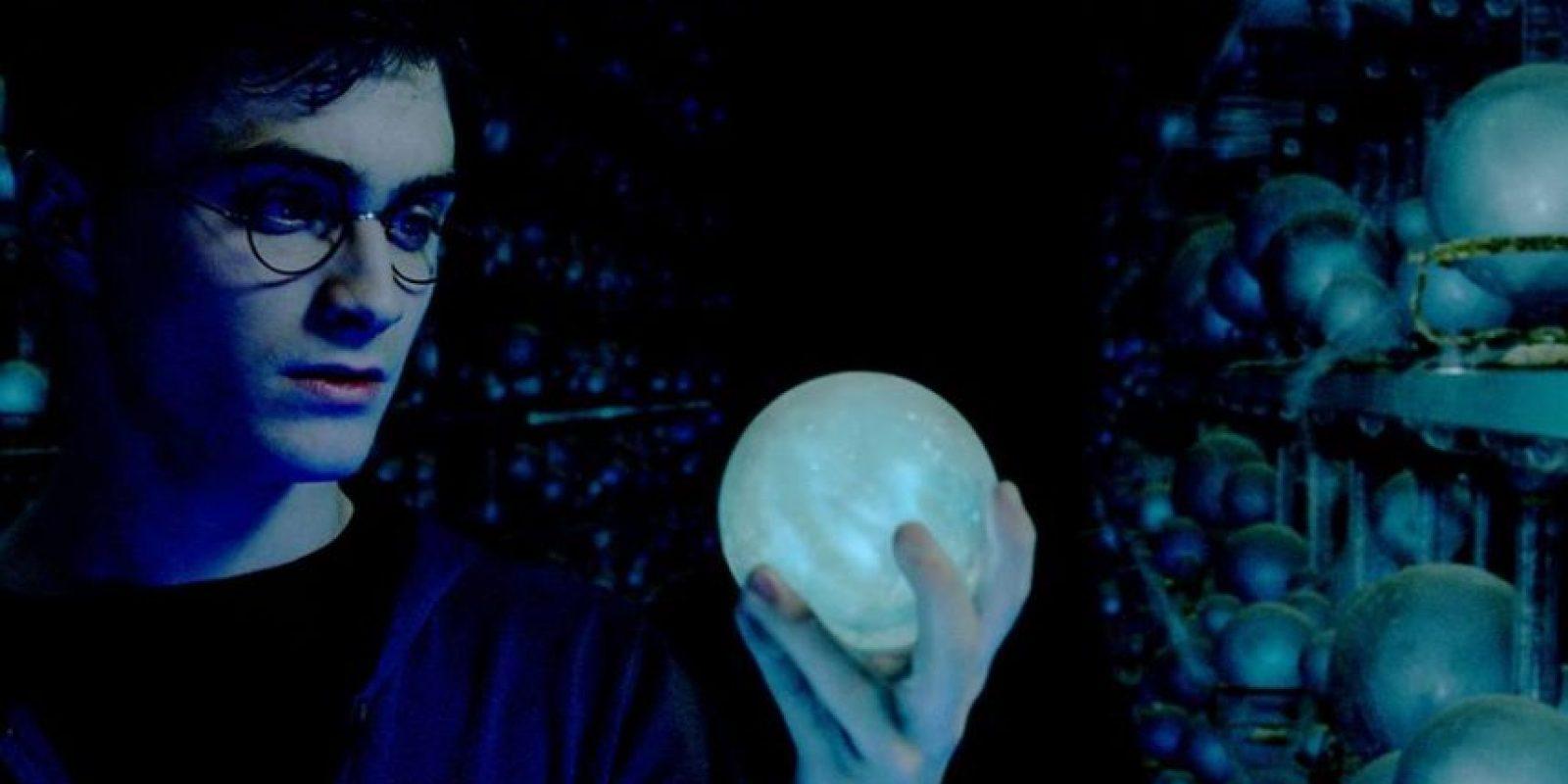 """En el mundo de los """"muggles"""" el libro se vendió con comentarios, bromas y anotaciones de Harry y Ron. Foto:Facebook/Harry Potter"""