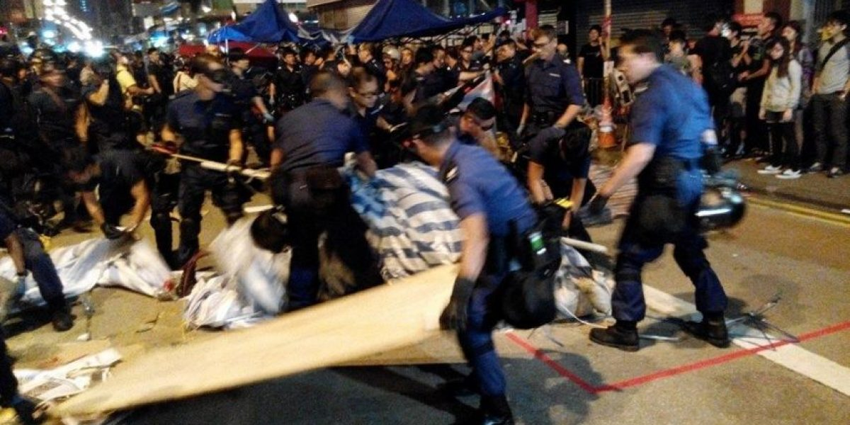 Hong Kong: Con extrema violencia policía retira a manifestantes de #OccupyCentral