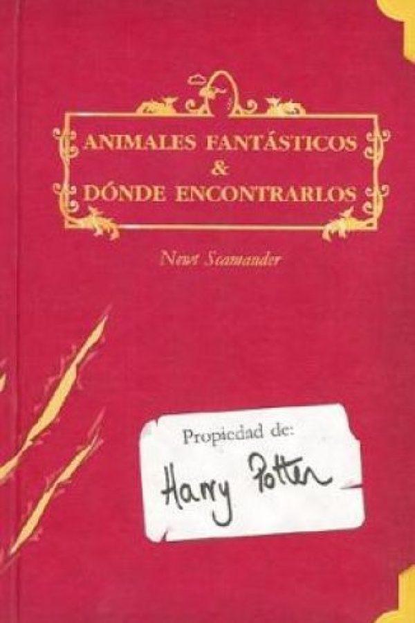 """""""Fantastic Beasts and where to find them"""" (Animales fantásticos y dónde encontrarlos) es el nombre del libro que inspiró el nuevo filme del universo de """"Harry Potter"""" Foto:Wikipedia"""