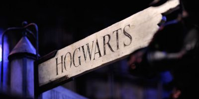 """En la ficción este libro funciona como un libro de texto para los estudiantes de """"Hogwarts"""" Foto:Getty Images"""