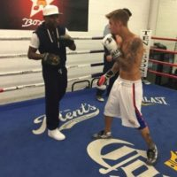 Justin Bieber está aprendiendo box con Floyd Mayweather Foto:Shots/Justin Bieber
