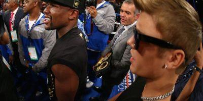 En septiembre de este año Bieber entró junto a Mayweather en su pelea contra el Canelo Álvarez Foto:Getty Images