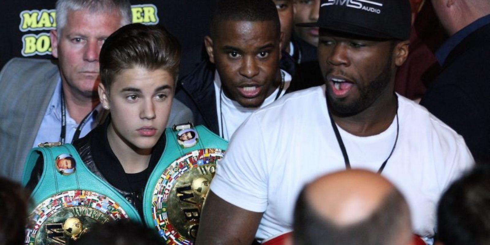 En 2012, el canadiense acompañó a Floyd como su escolta en su enfrentamiento contra Miguel Cotto Foto:Getty Images