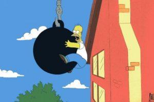 """Wrecking Ball Antes del polémico video de Miley Cyrus (y todas sus burlas), Homero ya se había subido a una bola de demolición (1994, """"Sideshow Bob Roberts"""")."""